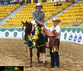 Winners of the 2019 Affinity Equine Insurance and Rosebrook ASH Stud Snaffle Bit Futurity were Glen Frazer and Playmore Roxette. Pictured with Heath Harris from Hawkesbury Saddle Company.