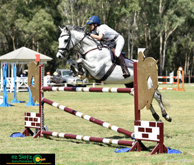 With room to spare Anneliese Wansey and her 11 year old gelding Blurred Lines go clear in the 1.20m speed round to take out 2nd place.