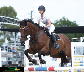 Jumping her sister's horse Talcino around the 1.10m track built by Terry Langdon was Sheridan Dunmore at the Warwick Show.