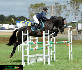 Last week she was at Warwick Show now Toowoomba Royal, Dakota Cooke and Anchorbar Santos compete in the Juniors Show Jumping competition.