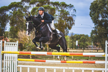 Russell Johnstone and Dondersteen from Whittlesea Victoria are back on the track and had a good day out in the 135cm class on Saturday. Dondersteen is an Oldenberg stallion by Vaillant out of Odanja
