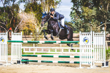 Always a crowd favorite the Mini Prix!  Grayd'n Stones and Riverton Affirmation came home with the bacon to ride a double clear rounds to take out the event in a heart stopper!