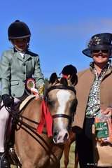 Judge Jacqui Langfield awarded Champion Rider under 12 yrs to Willow Ambrose, riding L. Holgate's Osory Frequent Flyer.