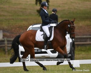 "Lily Wickenden in the CCN1*L riding ""EA Berlin"""