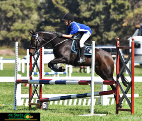 Jumping a clear round saw Mia Shortt and  Willowmere Showtime take first place in the Primary 80cm Show Jumping at the Victorian Interschool State Championship.