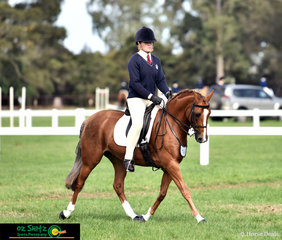 Working beautifully for Paige Koliba was Loriot Skyes The Limit in the Secondary Show Hunter class on the second last day of the 2019 Victorian Interschool State Championships.