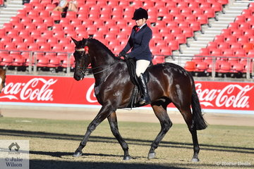 Deanne Pinney's, 'Manowood' by Doomsday won the class for Novice Hack Over 16.2hh.
