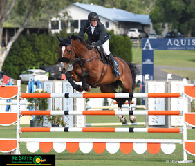 It took a while for the first clear round in the 1.40m to be posted, but it was Rider 25, Steven Hill and Yalambi's Bellini Star, that finally did the honors