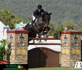 Melody Matheson and Graffiti MH posted a fabulous clear in the first round of the Applicances Online sponsored 1.50m Grand Prix