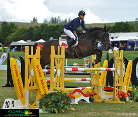 Competing in the 1st Qualifier of the Progressive Rider Tour and jumping a double clear round and with a time of 42.697 seconds in the jump off sat Angela Dobbin and Yarra Valley Jelly Bean in sixth place.