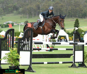 Jumping in the 1st Qualifying round of the Bronze Tour was Jamie Priestley aboard Oaks Diamantina.