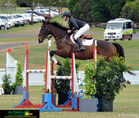 Taking a break away from her studies, Marijke Hartman competes Simply Ollie Ooba in the 1.15m Rising Stars class at the 2019 AQUIS Champions Tour.