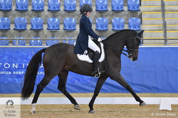 Teah Mayne from Queensland rode Dicavalli Decadance in the Flexible Fit Australia Junior Team CDI-J.