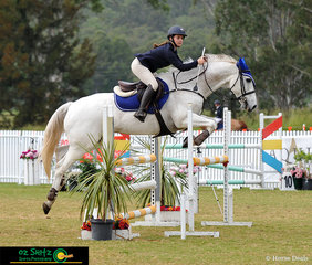Flying through her1m GeoPro Footing Two Phase class was Alise Meakins aboard her horse Emmaville Spice