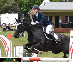 Borrowing her sisters horse, Emily Ballard takes the reins off Elizabeth Ballard to jump Bramley Star around the ISJ Junior Tour 2nd Qualifier at the AQUIS Champions Tour.