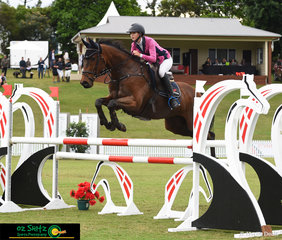 After a short break due to less than ideal weather conditions, Amarni Easey riding Mo Jo Jo Jo in the ISJ Junior Tour 2nd Qualifier held at Elysian Fields for the AQUIS Champions Tour 2019