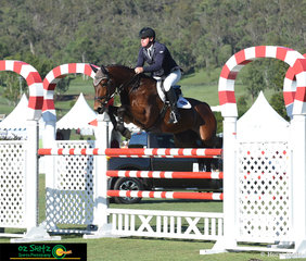 Jumping a double clear round with a time of 43.60 seconds saw Paul Brent and Kabalesse Kavita sit pretty at the top of the leaderboard taking the win in the Bronze Tour Final.