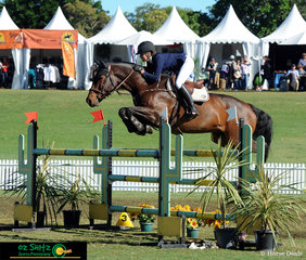 Coming into the jump off on top of the leaderboard was Sally Simmonds on Oaks Chifley, jumping in the Junior Tour Final and stopping the clock at a competitive 42.963 seconds to take the win.