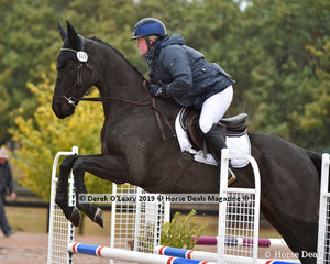 """Alison Faulkner in the EvA 80 Section A Showjumping riding """"High n Handsome"""""""