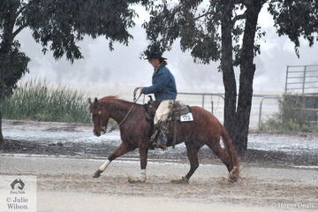 Indoors at Elmore today was pleasant for the competitors but for riders wanting to give their horses a bit more work it was not fun. Torrential rain showers turned the warm up arena into a lake. Jessica Young did her best with Sashas Smokin Lena in the wet conditions.