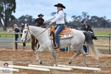 Tania Patrick rode Playing Behind The Bar in the large class of Freshmans Ranch Trail. This horse may not be an example, but Ranch Horse is giving a new life to many older Cutting, Reining and Western horses that now can help to educate new riders.