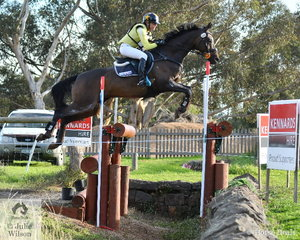 Amanda Ross sits nicely in the middle of her own and Frazer and Chrissy Brown's Donatraum gelding, 'Dondiablo' during their Pryde's Easifeeds CCI4*-L run. They added time penalties and hold tenth place.