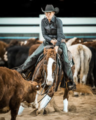 Jade Johnson and 'Skilly Rey Cyrus' with a 212pt run to be the Reserve Non Pro Futurity Champions