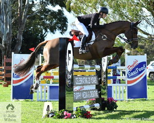 Emma Mason posted an assured and well ridden clear round in the final phase of the Pryde's Easifeed CCI4*-L riding the talented AEA Metallic mare, 'Aramatai Fox' to take fourth place. The mare also claimed the Wild Oats award donated by Seumas Marwood for the Best Performed Mare in the CCI4*-L class..