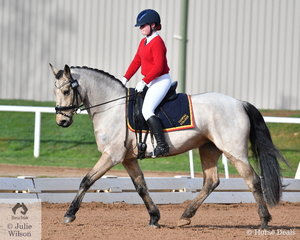Lucy Coventry representing Toorak College rode her, 'Wilde' to take fourth place in the Preliminary Primary 1B.
