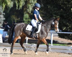 Jade Barrett representing Beaconhills College rode, 'Ninebanks Nina' to  third place in the Preliminary Primary 1B.