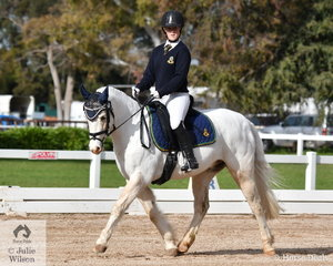 Emily Yeoman representing the Westbourne Grammar School took the Overall Preliminary Senior Championship riding 'Cambridge Park Charli'.