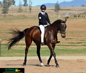 Proving you don't need a saddle to ride a horse is Jesse Cooper from Central Coast Grammar School in the 15 - U17 Bareback Gymkhana and her horse Mobile Cracker Jack.