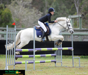 Jumping beautifully in the Secondary 90cm A2 was Odette Bell on Blue Jeans, representing Somerville House in Grade 7 at the 2019 Queensland Interschool State Championships.