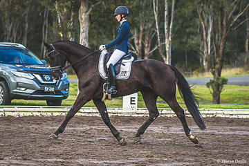 Georgia Davenport (NSW) and Regal Don Debonair had a good test in the Noivice 2C to place 3rd with a score of 69.571%. This combination had a fabulous day also winning the Elementary Freesytle with a score of 71.688%