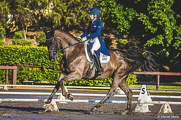 Queenslander, MacKenzie Boundy and BZ Fortune Cookie on their way to successfully completing their Advanced 5B test with a 67.703% (C=67.162%, B=68.243%). Mackenzie and Fortune Cookie went on to take out both the Advanced and Medium Championships