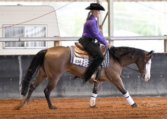 RR Maybe Gunner ridden by Lana Kelderman in Junior Horse Reining.