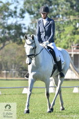 Anne-Maree Cruikshank rode Wynola Claytons Rumour in the Elementary 3C.