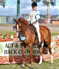 Phoenix Passeri was The OLSEN EQUINE Rider 15 & uner 17 years Champion.