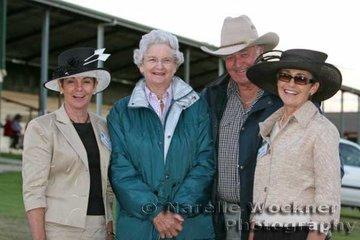 Friends catching up judges Jenny Francis & Dianne Newberry with Bev & Geoff Darling from Toowoomba