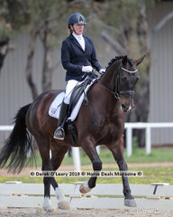 """Winners of the Novice 2a/2b Championship on Saturday, Joan O'Reilly and """"Woodleigh Ninjinsky"""""""