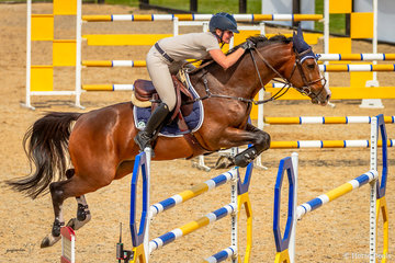 Brooke Langbecker, QLD and Quintago 1 adding a dash of style to event 4 Open 135cm. In December 2018 they won a World Cup event at the  Sydney Summer Classic. Top combination!!!