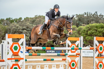 Amanda Lupton and Bodyline (SL Aint Offended) were first of 65 riders out in for the Interpath Mini Prix