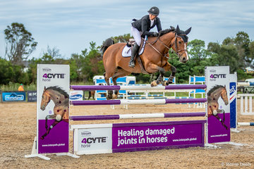 Brooke Campbell and Copabella Voltage (Copabella Visgae/HollandRose)  set a craking pace going clear with a time of  42.93 but it wasn't to be their day finishing second