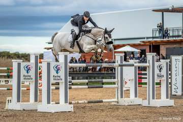 Billy Raymont and Susie Willis owned Anssioso Z came home third in the Total Animal Supplies Boneo Cup. It was only this combinations third competition start, they squeezed out Billys  long time mount Anton pushing Anton into fourth place.