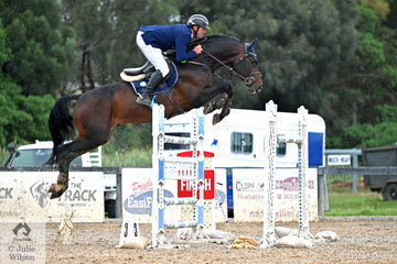 James Arkins jumped two impressive clear rounds aboard his imported stallion, 'Eurostar 1' to claim the 2019 Interpath Mini Prix Final.