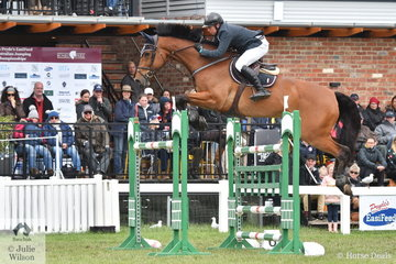 Jamie Kermond qualified for the final at the top of the list, but the Winning family's WEG star, 'Yandoo Oaks Constellation' slipped from the top spot during the final round of the 2019 Pride's EasiFeed Australian Senior Showjumping Championships.