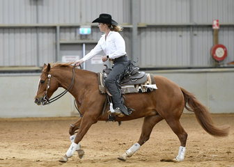 Sashas Smokin Lena  with Jessica Smart, in the All Age Youth Reining