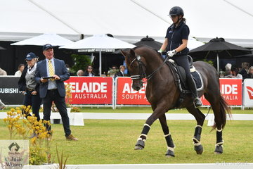 A dressage demonstration was most appropiate on Prydes EasiFeed Dressage Day. Former Adelaide winner and Australian Dressage Champion, Heath Ryan put South Australian, Mary Nitschke through her paces riding her Grand Prix horse, 'Utopian Cardinal'. South Australian dressage judge, Prue Copping added to the interest by scoring the various movements.