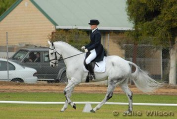 Edith Kane rode her 'ESB Irish Justice' to be in third place in the Barastoc CIC* after the dressage phase.