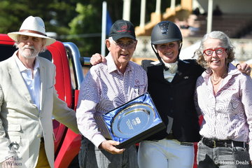 Hazel Shannon is pictured with L-R, David Lindh, Terry Snow and Ginette Snow. David presented the David Lindh trophy to the owners of the winning CCI5* horse. Willinga Park Clifford ran away with all the prizes including the Racing SA Off The Track award.